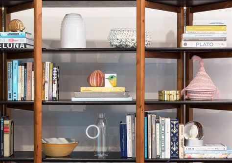 Shelfie Game - A Miami Home That Effortlessly Fuses Minimalism And Color  - Photos