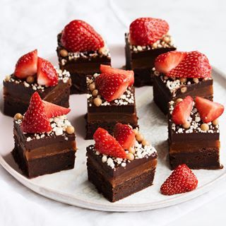 e8b6359b4ea Chokoladekage med hindbærmousse og cremeux   Sunde mad ideer i 2019 ...