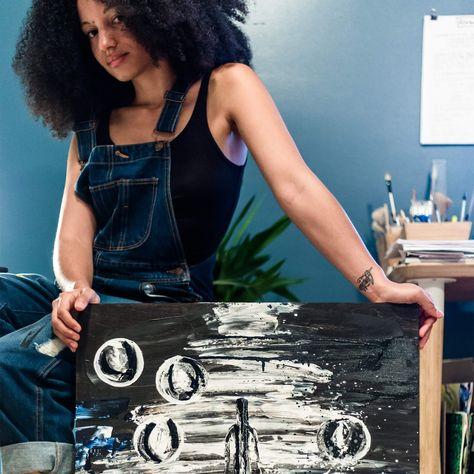 Il existe un lien profond entre la musique et la peinture. Pour l'artiste montréalaise Jessica Valoise, la musique transporte les couleurs et les formes, pour se recomposer en peinture. Le tableau qu'elle présente est inspiré par la chanson «La laideur» de Safia Nolin. Découvrez son art par ici www.jessicavaloise.com