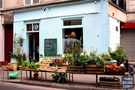L'Épicerie Végétale apporte un petit vent de fraîcheur et de verdure dans ce coin du 11ème arrondissement : dans leur boutique aux étalages colorés, tout près du métro Goncourt, Zoé et Guillaume proposent des fruits et des légumes bio à Paris, mais aussi de belles plantes et fleurs sauvages.