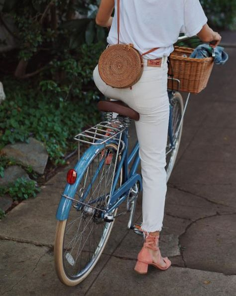 Summer white style inspiration by Song of Style <3 summer outfit, white outfit, ideas de looks blancos, pantalones blancos, sandalias tacon rosas, pantalon blanc, idées de tenue blanc, tenue d'été
