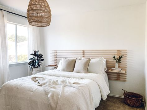 Inspired by clean and modern vibes, we created a DIY minimal, horizontal wood slat headboard with floating nightstands for our scandinavian guest bedroom! Diy Bed Headboard, Floating Headboard, Headboard With Shelves, Modern Headboard, Headboard Designs, Headboard Ideas, Plywood Headboard Diy, Headboards For Beds Diy, Floating Nightstand