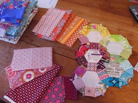 A very complete EPP how-to from Aylin at she can quilt