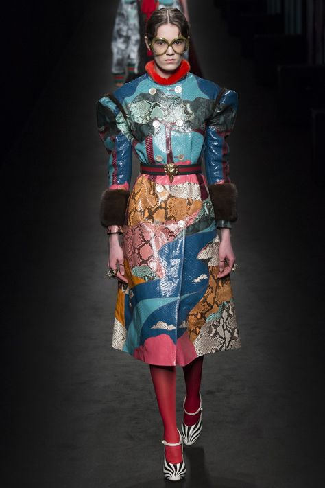 The complete Gucci Fall 2016 Ready-to-Wear fashion show now on Vogue Runway.