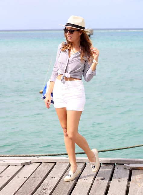 cf992645aeafd Los Angeles fashion blogger Sydne Summer showcases nautical fashion on her  boat trip off the shores of Aruba. Shop the styles online!