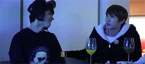seonyuls:keo//ep 8//watching embarrassing vixx performances