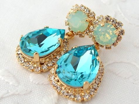 #weddings #jewelry #earrings #bridesmaidgift #bridalearrings #swarovskiearrings #chandelierearrings #statementearrings #dangleearrings #vintageearrings #crystalearrings #dropearrings #aquebluemint #turquoisemint #blueseafoammint
