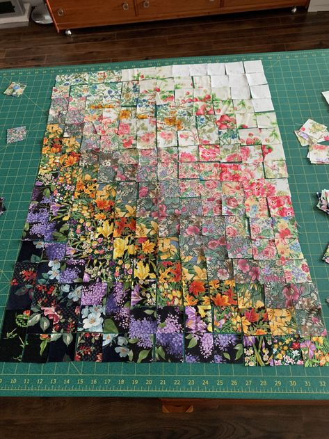 This particular photo is an obviously inspiring and spectacular idea Colchas Quilting, Quilting Projects, Quilting Designs, Quilting Ideas, Bargello Quilts, Scrappy Quilts, Wool Quilts, Watercolor Quilt, Watercolor Scenery