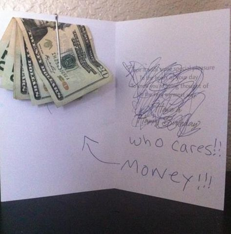 : Money Card Giggle Gift Ideas Birthday Cards Who Cares Funny Stuff Gifts Money Gift Homemade Gifts, Diy Gifts, Grad Gifts, Don D'argent, Teenager Mode, Cadeau Surprise, Karten Diy, Little Presents, Morning Humor