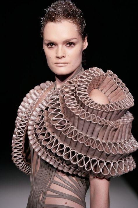 wearable art // Crystallization collection, Iris van Herpen Plus