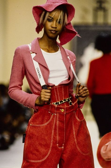 Chanel in the The Best Supermodel Runway Moments, Including Kate Moss, Cindy Crawford, And More - Frauenstreet style