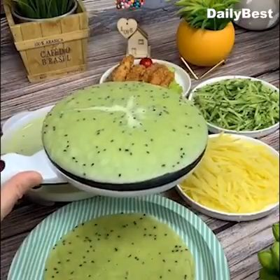 Quickly and easily make crepes, soft tortilla, tacos, blintzes, eggs roll, chapati and many more kinds of breakfast favorites in 10 seconds even with no cooking experience.