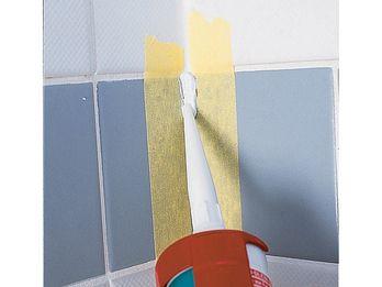 Badezimmer Renovieren So Werden Fliesen Fugen Und Co Wie Neu Renovieren Bad Renovieren Und Haus Deko