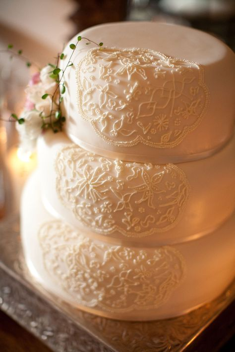 Love the intricate design ~ just on one side of the cake ~ and a touch of florals off t...