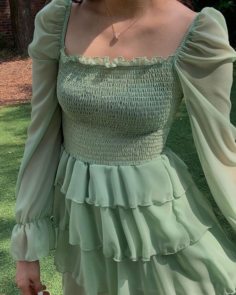 green dress November 14 2019 at fashion-inspo