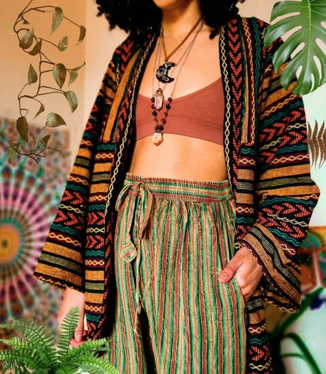 Fashion 90s, 70s Inspired Fashion, Look Fashion, Fashion Outfits, 70s Hippie Fashion, 70s Inspired Outfits, Ethnic Fashion, Lolita Fashion, Fashion Boots
