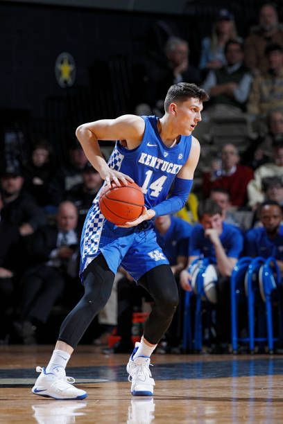 Tyler Herro Of The Kentucky Wildcats Handles The Ball Against The Kentucky Athletics Kentucky Wildcats Kentucky Basketball
