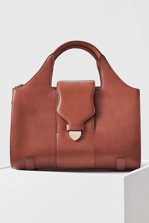 41051f6bcfb5 She is a Vacchetta leather out of Tuscan, Italy and is 100% full grain  vegetable tanned leather. Also includes an adjustable strap for the days ...