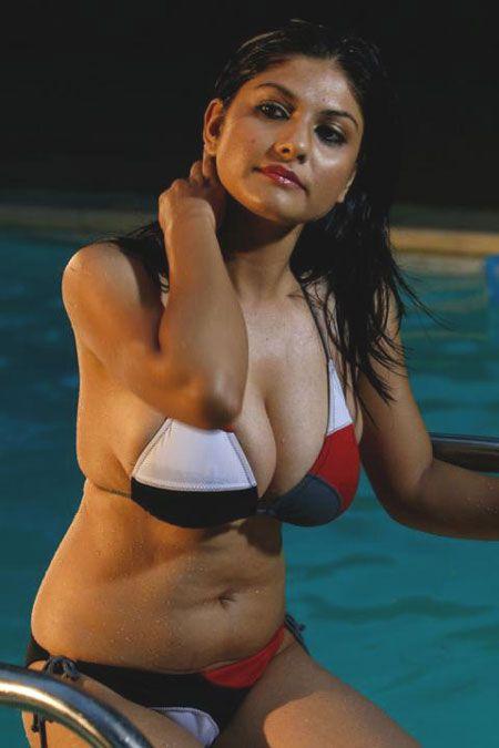 hot aunty bikini images