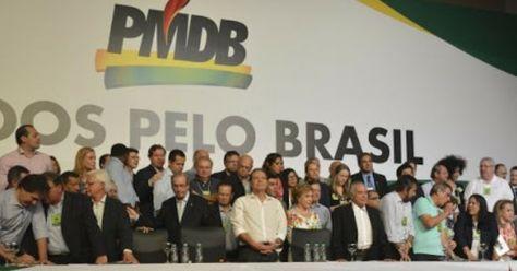 """Sempre criticado por apoiar o governo em troca de cargos e poder, o PMDB realizou uma convenção e decidiu que só irá abandonar o governo Dilma se receber cargos no governo Dilma em troca. """"É natural na política haver esse tipo de negociação. Não vamos abandonar o governo em troca de nada. Todo mundo tem que sair ganhando"""", teria dito Michel Temer. No final da convenção, o presidente do Senado e membro do PMDB, Renan Calheiros, disse que o partido só busca cargos no governo porque acredita qu..."""