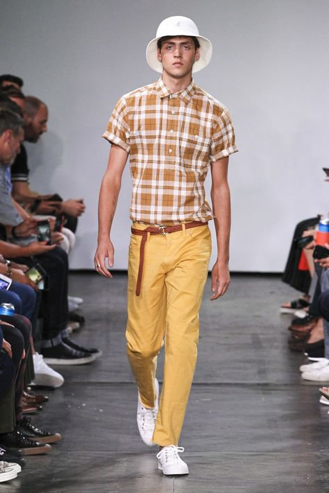 Todd Snyder Spring 2019 Menswear collection, runway looks, beauty, models, and reviews.