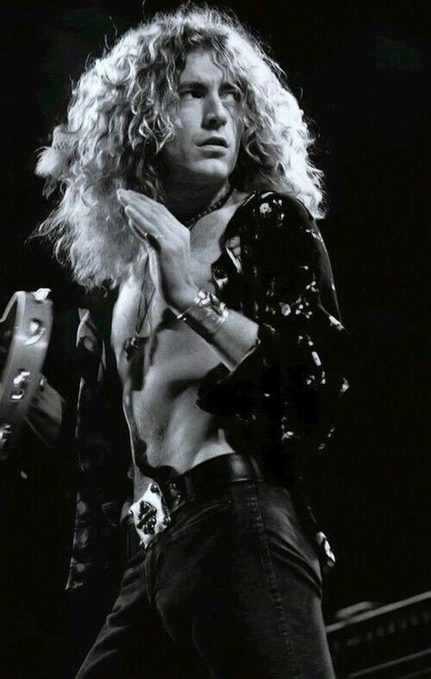 Robert Plant -- I don't know what it is about him Jimmy Page, maybe because they're musical geniuses, but I'm in love. Robert Plant Led Zeppelin, Jimmy Page, Robert Plant Young, Great Bands, Cool Bands, Bob Dylan, Hard Rock, Led Zeppelin Wallpaper, Led Zeppelin Tattoo