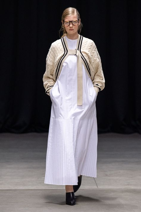 Hyke Tokyo Spring 2020 collection, runway looks, beauty, models, and reviews.