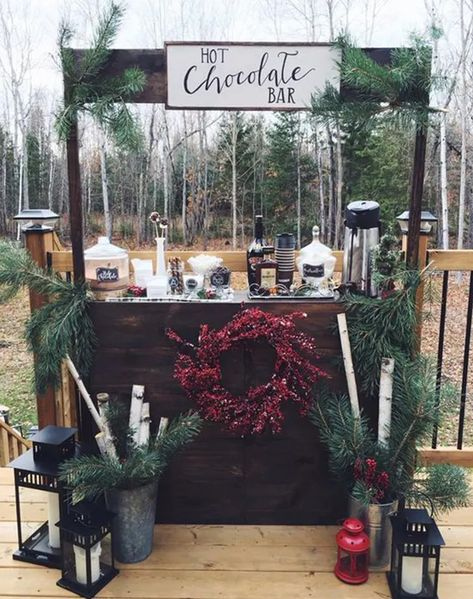 15 Photos You Must Get At Your Winter Wedding - Winter Weddings Winter Wonderland Wedding Theme, Winter Wonderland Christmas, Winter Party Decorations, Winter Diy, Winter Ideas, Hot Chocolate Bars, Hot Chocolate Bar Wedding, Chocolate Brownies, Diy Décoration