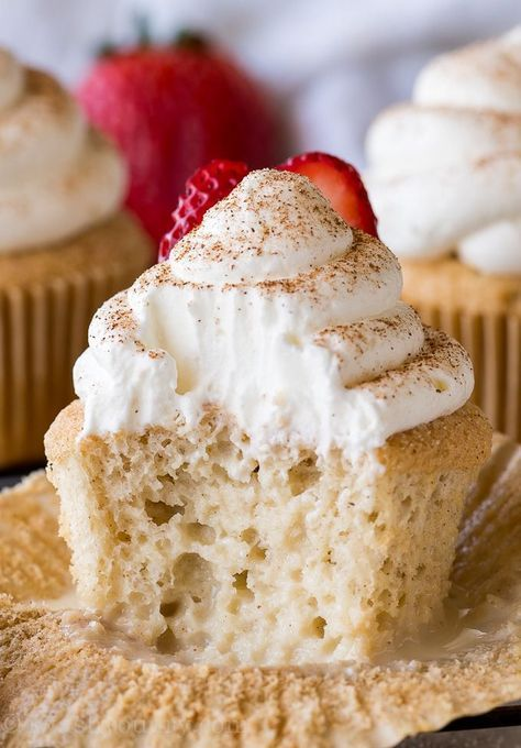 MIND BLOWING Tres Leches CUPCAKES This super easy Mexican inspired dessert is perfect for parties So delicious for parties Tres Leches Cupcakes Mini Desserts, Just Desserts, Delicious Desserts, Yummy Food, Delicious Cupcakes, Spanish Desserts, Creative Desserts, Party Desserts, Tres Leches Cupcakes