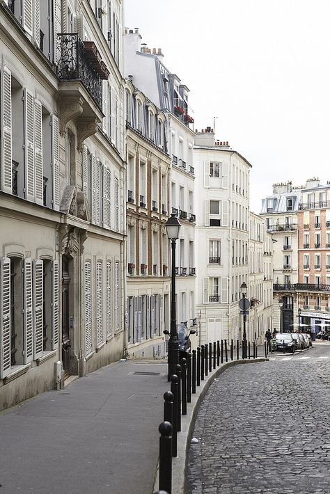 Paris Streets - Rue Lepic, Montmartre Love the cobblestones streets...we can find these all over Europe.