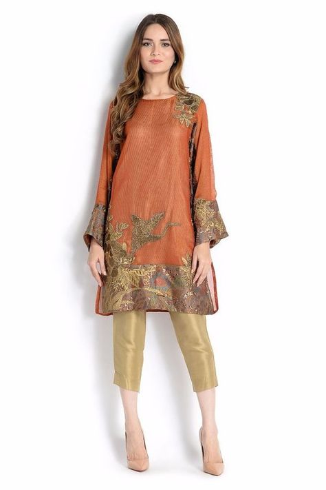 Most fashionable Pakistani dresses available online