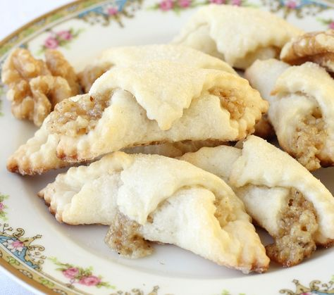 Authentic Hungarian Walnut Rolls - American Heritage Cooking--looks yummy Baking Recipes, Cookie Recipes, Dessert Recipes, Dessert Bread, Bread Recipes, Holiday Baking, Christmas Baking, Hungarian Cookies, Hungarian Recipes
