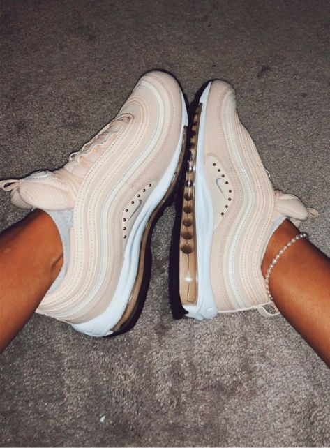 Discover recipes, home ideas, style inspiration and other ideas to try. Sneakers Fashion, Fashion Shoes, Nike Fashion, Zapatillas Casual, Nike Shoes Air Force, Aesthetic Shoes, Cute Sneakers, Hype Shoes, Fresh Shoes