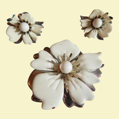 Trifari Yellow White Enamel Flower Brooch Earring Set