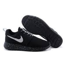 black nike roshe with speckled sole