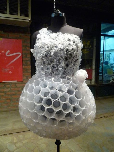 Look Spectacular in Unusual Dresses (8) - Uncinetto