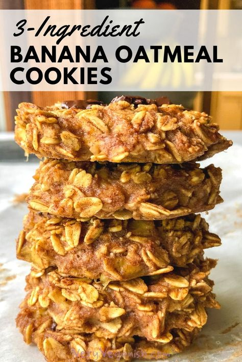 Don't throw out those spotty bananas! Make these quick and easy 3 ingredient banana oatmeal breakfast cookies instead! This versatile recipe requires no egg, no flour, is gluten-free (if using gluten- Vegan Oatmeal Cookies, Banana Oat Cookies, Oatmeal Breakfast Cookies, Oatmeal Cookie Recipes, Banana Oats, Baked Banana, Healthy Cookies, Healthy Breakfast Cookies, No Egg Breakfast