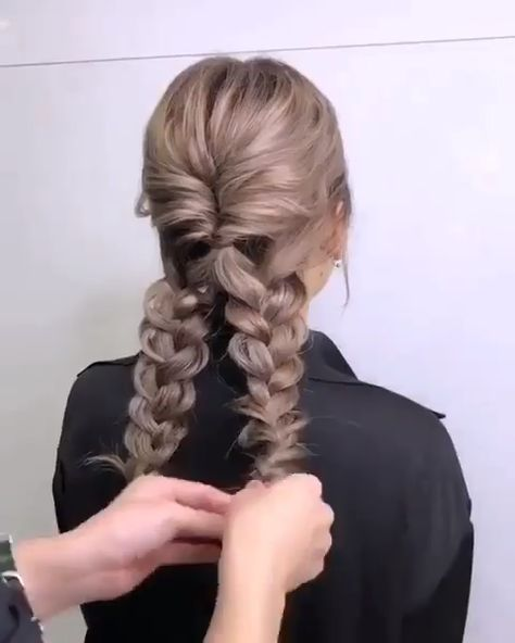 Do you wanna learn how to styling your own hair? Well, just visit our web site to seeing more amazing video tutorials! #hairtutorial #braidtutorials #hairvideo #videotutorial #updotutorial #updoideas #weddinghair #bridalhair