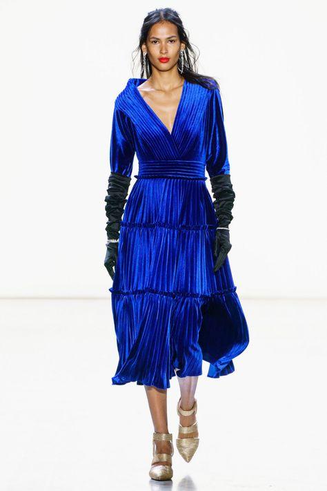 Роковая красавица Изабелла Росселлини в синем бархате