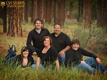 Outdoor Family Portrait Ideas | Family Portraits Outdoors | photo ...