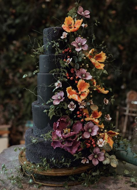 black lace wedding cake with sugar flowers # Wedding Inspiration cake It's a Mad World: Eerie + Enchanting Alice In Wonderland-Inspired Editorial - Green Wedding Shoes Pretty Cakes, Beautiful Cakes, Beautiful Wedding Cakes, Black Wedding Cakes, Black Wedding Decor, Black Weddings, Wedding Cakes With Icing, Flower Wedding Cakes, Unusual Wedding Cakes