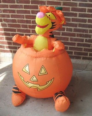 TIGGER HALLOWEEN INFLATABLE Sitting in Pumpkin Used Disney 3 ' Unique
