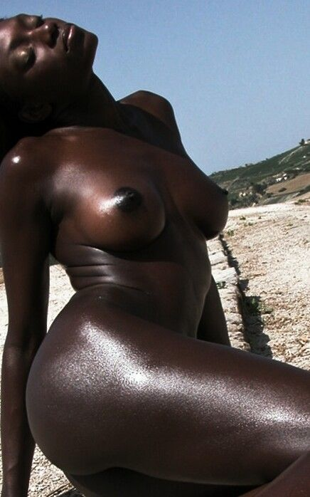 bronze-dark-girl-body-sex-voyeurism