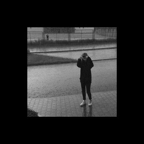zapach deszczu i papierosów.. . . . . . . . . . . . . . . . . . . . . #polskadziewczyna #piotrkowtrybunalski #blackandwhite #mood #chillout #l4l #likethis #f4f #followme #smile #girl #me #instagirl #instaphoto