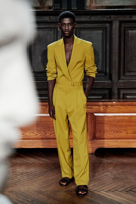 Moon Choi Spring 2019 Ready-to-Wear Fashion Show Collection: See the complete Moon Choi Spring 2019 Ready-to-Wear collection. Look 2 Mode Masculine, Androgynous Fashion, Versace Men, Victoria Dress, Fashion Show Collection, Vogue Paris, Mannequins, Streetwear Fashion, Casual Wear