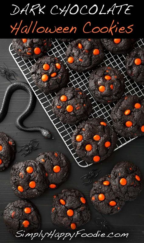 Chocolate Halloween Cookies make a spooky and tasty treat! The dark as nigh . Dark Chocolate Halloween Cookies make a spooky and tasty treat! The dark as nigh .,Dark Chocolate Halloween Cookies make a spooky and tasty treat! The dark as nigh . Halloween Snacks, Halloween Cookies, Plat Halloween, Chocolat Halloween, Biscuits Halloween, Dessert Halloween, Feliz Halloween, Halloween Decorations, Spooky Halloween
