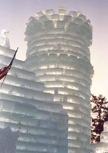 Castelli d'inverno... per i sogni di Natale :)   GLI AUGURI DI ALPHABETI  http://www.extramoeniart.it/editoriali/risuona-un-canto-e-corre-oltre-le-mura