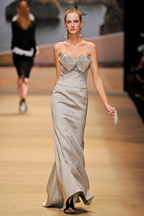 Alexis Mabille Spring 2011 Ready-to-Wear Fashion Show