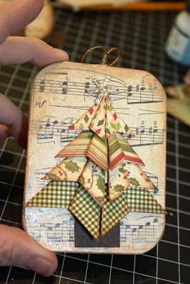 The Little Blue House: LBH 12 Days of Ornaments: Day .this would be so pretty on a card. Paper Ornaments, Christmas Ornaments To Make, Noel Christmas, Christmas Gift Tags, Christmas Paper, Christmas Projects, Handmade Christmas, Holiday Crafts, Vintage Christmas