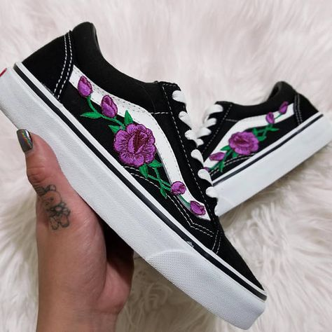 031ae3d2aa94b0 Rose Buds Purple Blk Low-Top Unisex Custom Rose Embroidered-Patch Vans  Old-Skool Sneakers